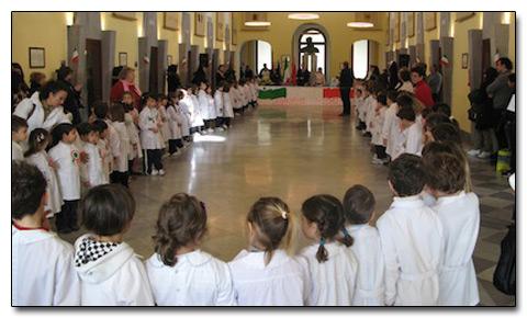 I bambini di Sorrento festeggiano in Comune l'Unità d'Italia
