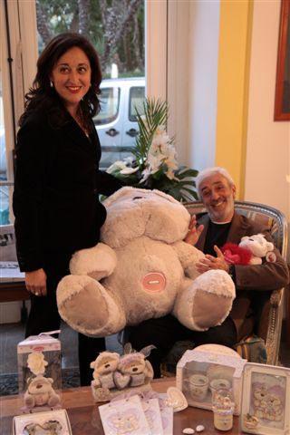 Carolina Ciampa e Patrizio Rispo in compagnia di Fizzy Moon, la mascotte di Idee Sposi
